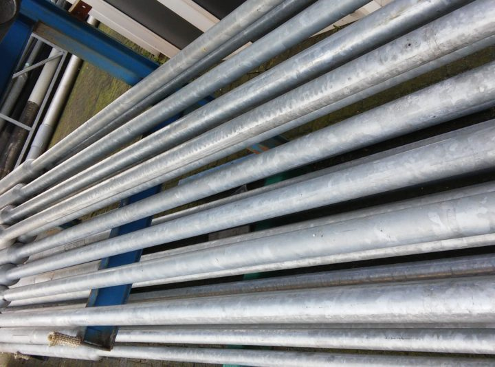 stalen conische 4 meter masten 37 stuks op voorraad